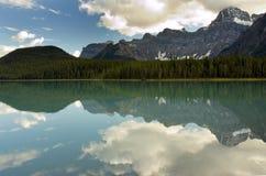 réflexion de montagne Images libres de droits