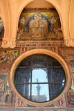 Réflexion de pape Statue à Ville du Vatican Photo stock
