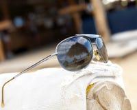 Réflexion de plage de lunettes de soleil Photo libre de droits