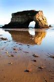 Réflexion de roche aux passerelles jumelles, Santa Cruz, CA Images libres de droits