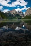 Réflexion de support Robson dans le lac Kinney Image libre de droits
