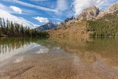 Réflexion de Tetons dans le lac string images libres de droits