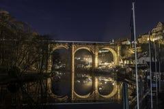 Réflexion de train de pont Photo libre de droits