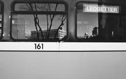 Réflexion de train noire et blanche Photo stock