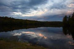 Réflexion des nuages Photos stock