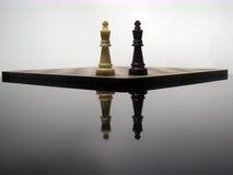 Réflexion des rois d'échecs Image stock