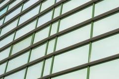 Réflexion du ciel dans un cas en verre Photographie stock