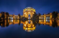 Réflexion du palais des beaux-arts image stock