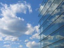 Réflexion en verre de construction Image stock