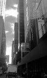 Réflexion en verre vivante urbaine de ciel de ville Photos libres de droits