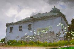 Réflexion européenne de château dans le fleuve Photo stock