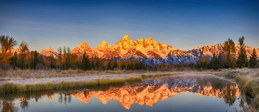 Réflexion grande de chaîne de Teton, Wyoming, Amérique Images libres de droits