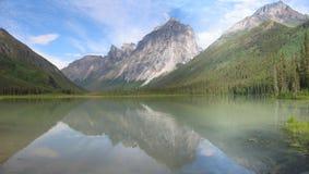 Réflexion nordique de montagne Image libre de droits
