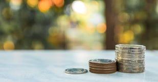 réflexion réelle d'argent de maison de patrimoine de concept Groupe d'élevage thaïlandais de pile de pièce de monnaie de bain Photographie stock libre de droits