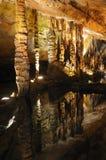 Réflexion souterraine de lac Photographie stock