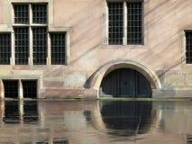Réflexion sur la route après pluie à Strasbourg Photographie stock