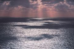 Réflexions éclatantes de l'eau sur la mer Photos libres de droits