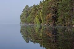 Réflexions écossaises de loch ou de lac photo libre de droits