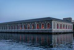 Réflexions colorées dans le Rhône à Genève - 2 Photos libres de droits