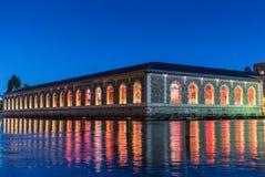 Réflexions colorées dans le Rhône à Genève - 1 Photo stock