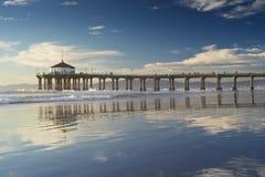 Réflexions d'après-midi de pilier de Manhattan Beach Photo stock