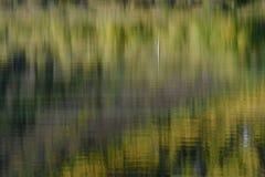 Réflexions d'Aspen en Parker Lake, réserve forestière d'Inyo, sierra Nevada Range, la Californie Photographie stock libre de droits