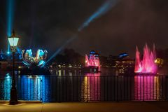 Réflexions d'illuminations de la terre dans Epcot chez Walt Disney World Resort 11 photos libres de droits