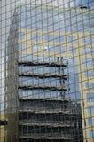 Réflexions d'immeuble de bureaux Photo stock