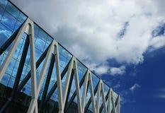 Réflexions d'immeuble de bureaux Images libres de droits