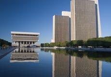 Réflexions d'immeubles de bureaux Images libres de droits