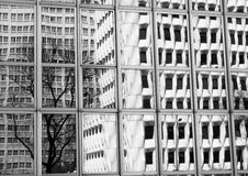 Réflexions d'un bâtiment Image libre de droits