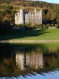 Réflexions d'un château Image stock