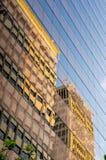 Réflexions dans la façade Photographie stock libre de droits