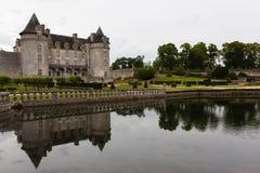 Réflexions dans le château de La Roche Courbon Photographie stock libre de droits
