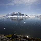 Réflexions dans le compartiment de paradis, Antarctique. Photo stock