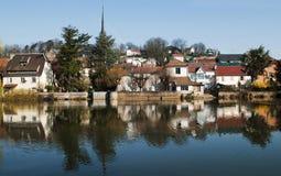 Réflexions dans le fleuve photos stock