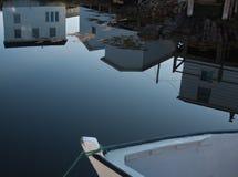 Réflexions de cabane de pêche Photos stock
