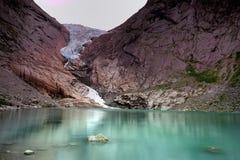 Réflexions de glacier de Briksdal Photographie stock libre de droits