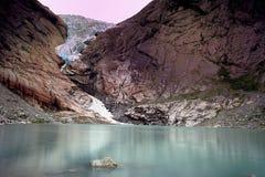 Réflexions de glacier de Briksdal Photo stock