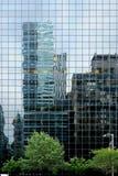 Réflexions de gratte-ciel Photo stock