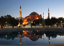 Réflexions de Hagia Sophia à l'aube Photographie stock libre de droits