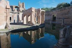 Réflexions de la villa de l'île à la villa de Hadrians photo stock