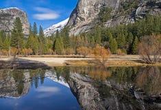 Réflexions de lac mirror Images libres de droits