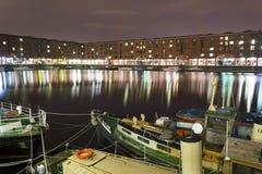 Réflexions de Liverpool Albert Docks Night Scene With Photos libres de droits
