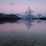 Réflexions de Matterhorn Photos stock