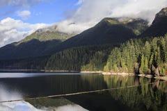 Réflexions de montagnes Photo libre de droits