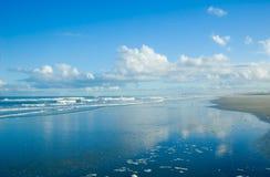 Réflexions de nuage sur la mer Photo libre de droits