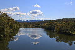 Réflexions de rivière Photo libre de droits