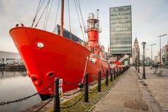 Réflexions des bâtiments sur le dock Photo libre de droits