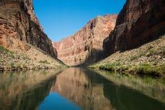 Réflexions du fleuve Colorado image stock